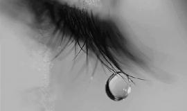 Imagem de Imagem de Luto com olho chorando e gota de lagrima na ponta dos cílios